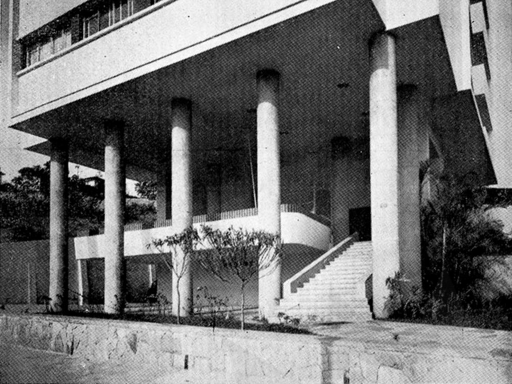 edifício pilotis