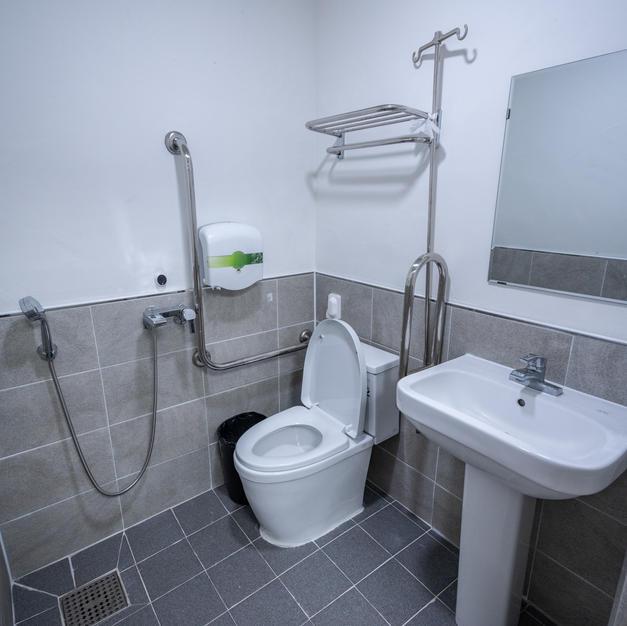 병실 내 화장실 및 샤워실