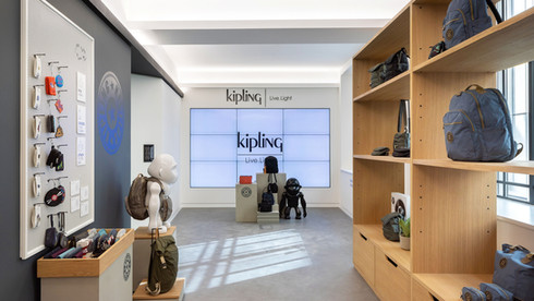 4K Gallery VF_0000s_0018_Kipling_Landers