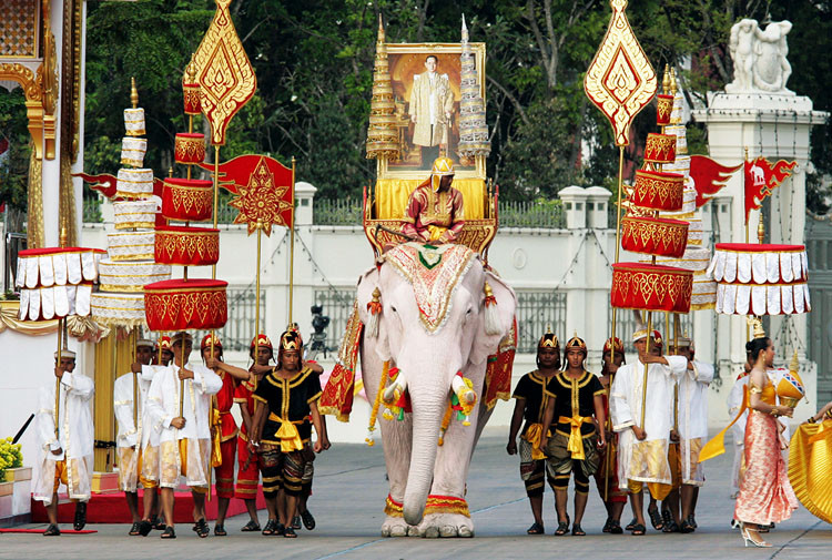 Пумипон Адульядет праздники Таиланд