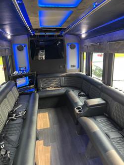 Dreamliner Limousine 14 Passenger