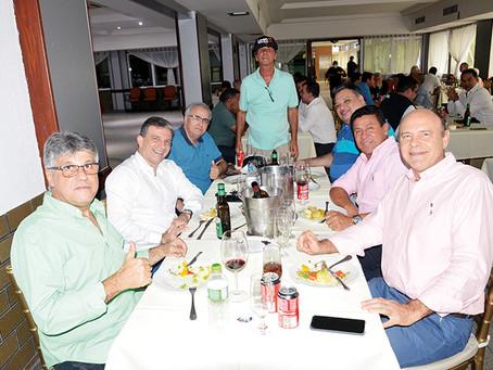 Leven Siano, candidato à presidência do Vasco, se reune com sócios no Arouca