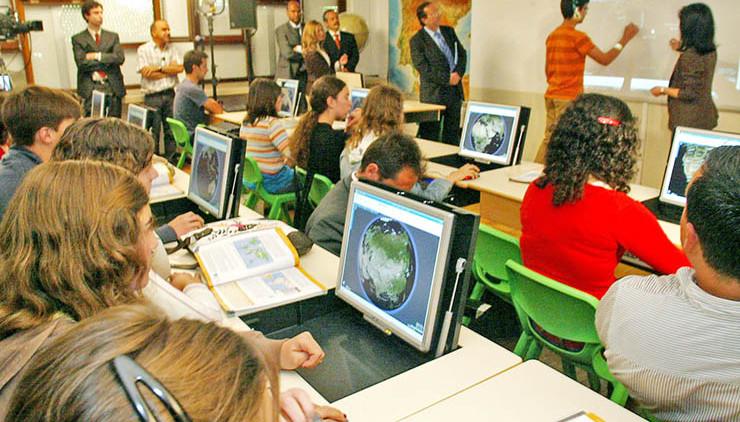 """O ministro da Educação anunciou que haverá  um """"reforço da Internet"""" nas próximas semanas"""