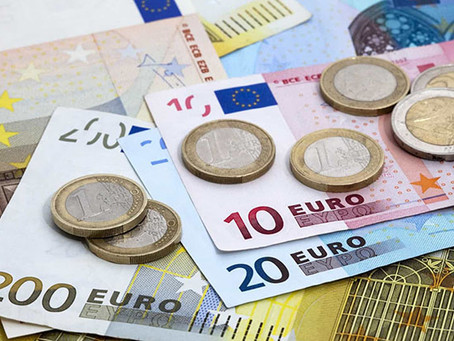 Euro sobe para 1,12 dólares impulsionado por dados da zona euro