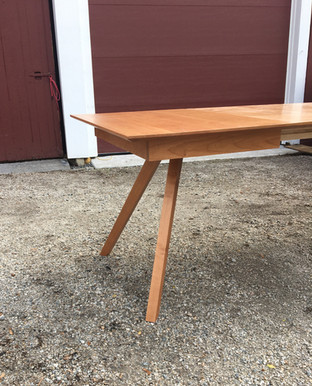Georgetown dining table in cherry wood