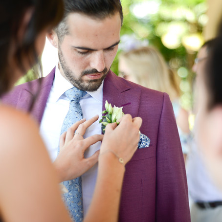 What does a wedding planner do?  Should you hire one 😕