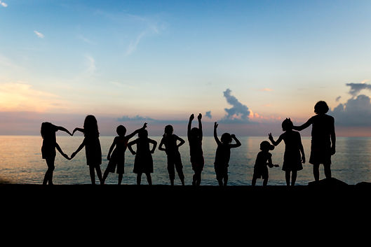 silhouette_of_children_on_beach-scopio-4