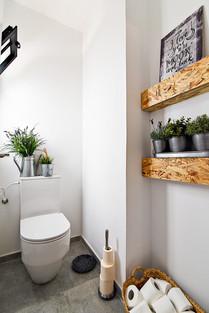 Guest Bathroom 03.JPG