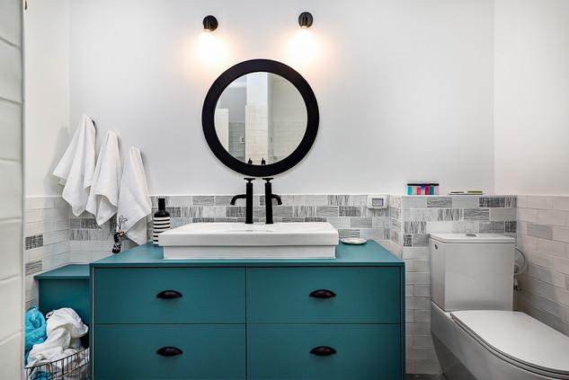 Main Bathroom 05.JPG