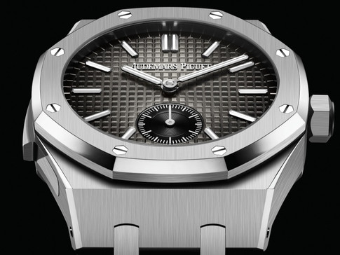 AUDEMARS PIGUET REVEALS A NEW ROYAL OAK MINUTE REPEATER SUPERSONNERIE ENTIRELY CRAFTED IN TITANIUM