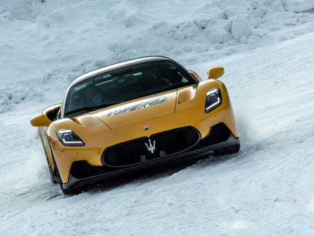 Maserati - Powerful MC20 on snow