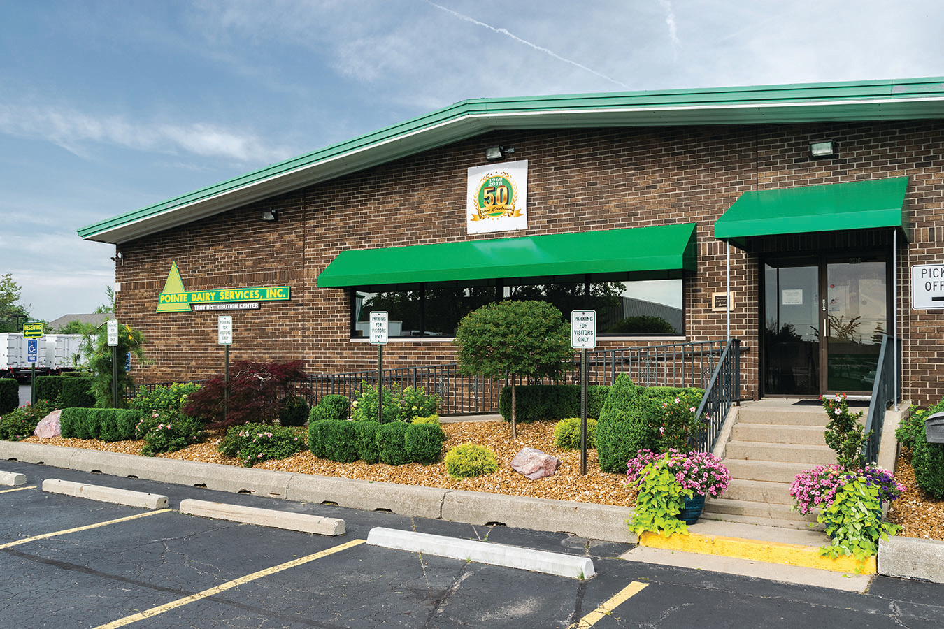 Inviting Commercial Landscaping