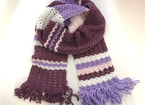 Crochet scarf with fringing
