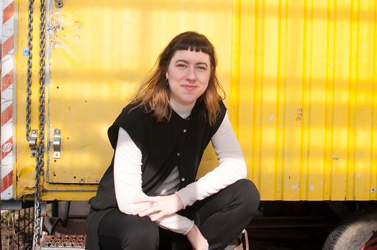 Birth doula in Berlin, Annie Kocher. Bilingual, queer, trans, non binary, feminist, patient advocate, translator, activist, activism, love.