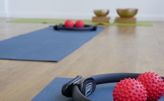 Ganzheitliche Bewegungstherapie mit Pilates in der YEP Lounge in Bremen. Yog mit Pilates und Faszientraining