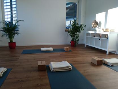 Sanfte Yogastunden in der YEP Lounge