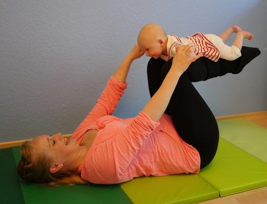 Postnatal Yoga und Yogilates (Yoga mit Baby)