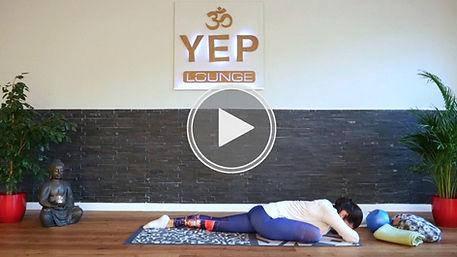 Das Praktizieren von Yin Yoga in der YEP Lounge Bremen entspannt Körper und Geist, hilft bei muskulären Verspannungen, Schlafproblemen, Stress, Angstzuständen und beugt Depressionen vor