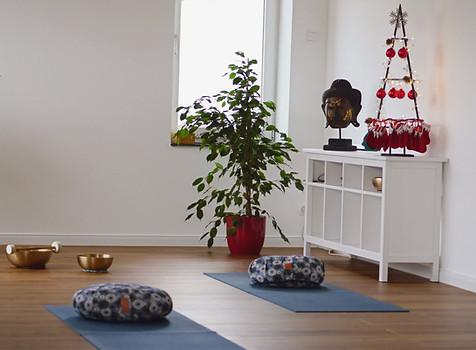Yin Yoga mit Klangschalen in der YEP Lounge