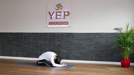 Yin Yoga Bremen - Yulia Eberle praktiziert Yin Yoga und Faszienyoga in der YEP Lounge