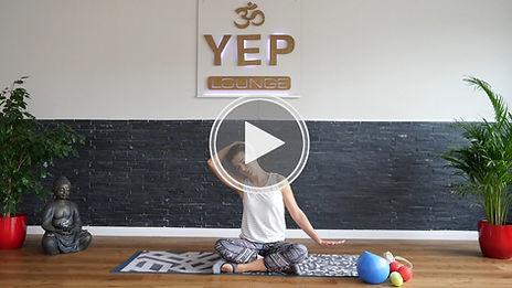 Rückenyoga in der YEP Lounge in Bremen beugt Rückenschmerzen vor, Mobilisation der Wirbelsäule und Kräftigung der Rückenmuskulatur