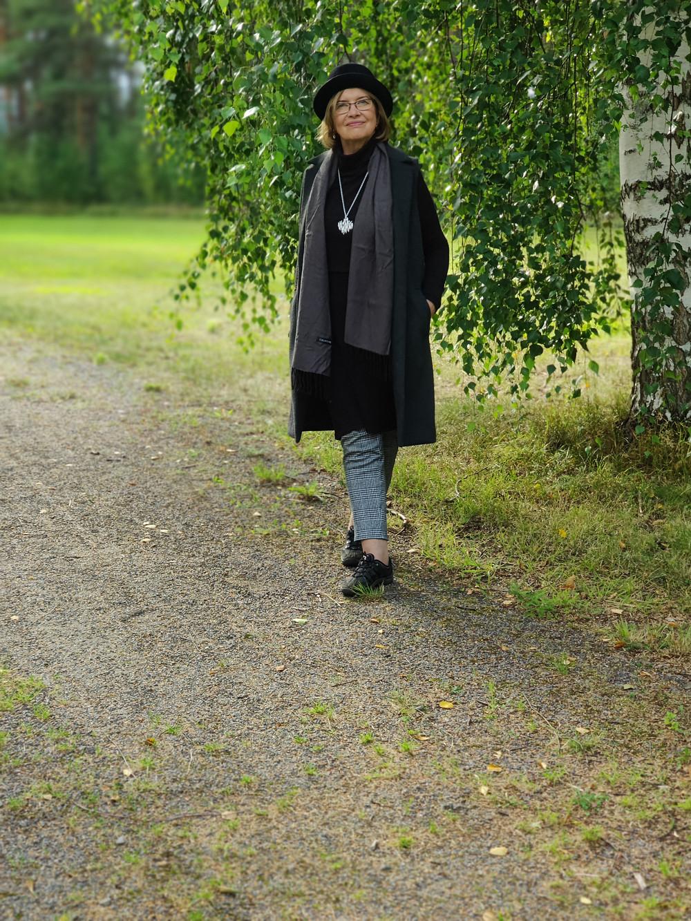miten yhdistää mekko ja housut