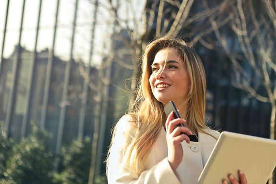 beautiful-businesswoman-caucasian-864994