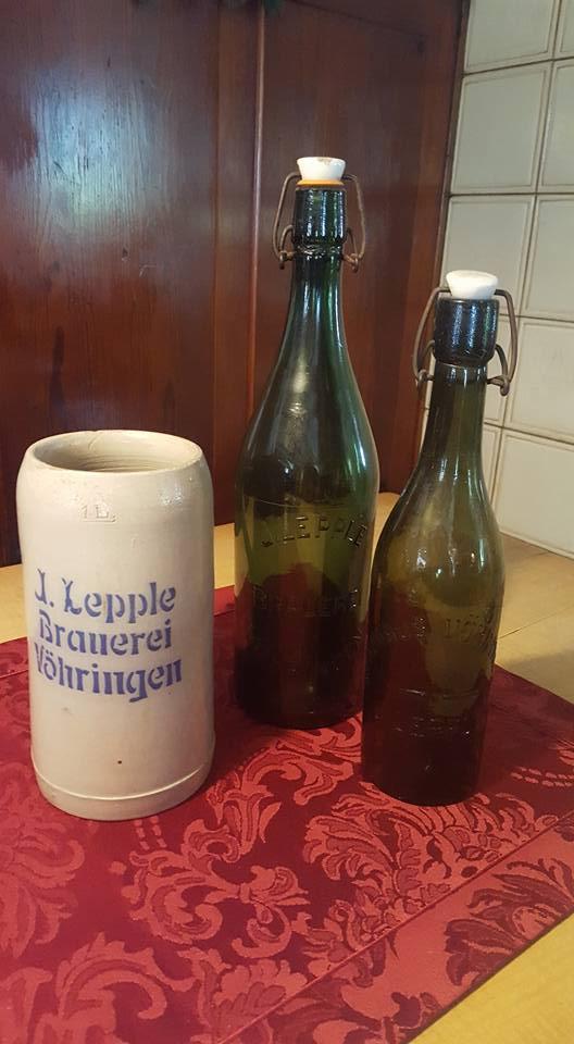 Krug und Flaschen Antik