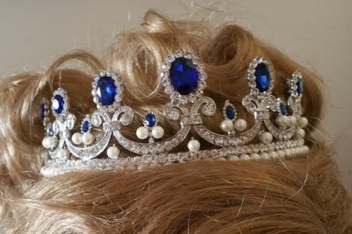 Royal sapphire and pearls tiara