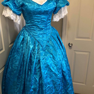 bleu gown