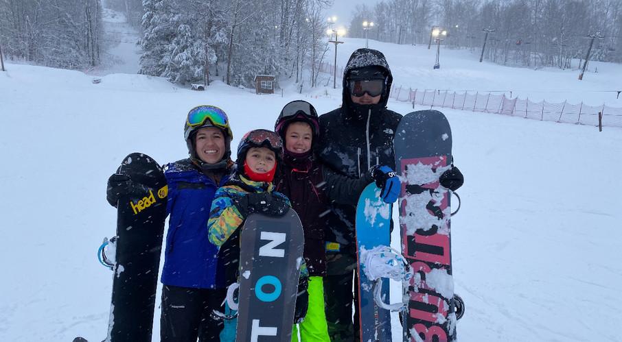 family-snowboarding