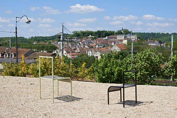 montbard-entrée-ville-totem-assises-chaises-banc-arrêt-bus-métal-acier-déployé-conception-création-fabrication-mobilier-urbain-sur-mesure-extérieur-moderne-design-contemporain-Paris-Nantes-jdds-julien-devaux-designer-concepteur-créateur