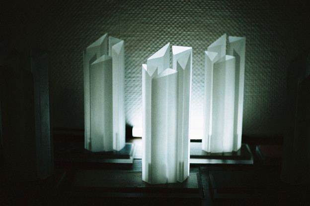 trophée-tarkett-award-revêtement-sol-laiton-résine-chrome-polychrome-conception-création-fabrication-sur-mesure- moderne-design-contemporain-Paris-Nantes-jdds-julien-devaux-designer-concepteur-créateur