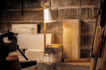 lampe-luminaire-scandinave-lumière-chevet-bureau-chêne-bois-acier-blanc-thermolaqué-conception-création-fabrication-mobilier-décoration-sur-mesure-moderne-design-contemporain-Paris-Nantes-jdds-julien-devaux-designer-concepteur-créateur