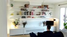Meuble-télé-tv-télévision-linéraires-étagères-fixation-invisible-rangement-placards-caissons-conception-création-fabrication-agencement-aménagement-mobilier-sur mesure-mdf-blanc-intérieur-moderne-design-contemporain-Paris-Nantes-appartement-maison-salon-lumière-spots-jdds-julien-devaux-designer-concepteur-createur