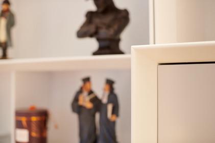 Meuble-télé-tv-télévision-linéraires-étagères-bibliothèque-banquette-rangement-placards-caissons-tiroirs-conception-création-fabrication-agencement-aménagement-mobilier-sur-mesure-mdf-blanc-laque-architecture-intérieur-moderne-design-contemporain-Paris-Nantes-appartement-maison-salon-lumière-spots-jdds-julien-devaux-designer-concepteur-createur