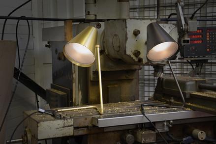 lampe-luminaire-lumière-chevet-bureau- laiton-graphite-chrome-cuivre-brossé-pmma-texturé-Airborne-éditeur-conception-création-fabrication-mobilier-décoration-sur-mesure-moderne-design-contemporain-Paris-Nantes-jdds-julien-devaux-designer-concepteur-créateur