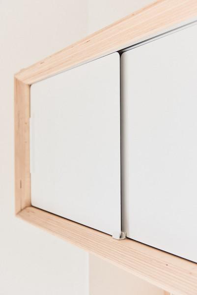 Meuble-télé-tv-télévision-conception-création-fabrication-agencement-aménagement-mobilier-sur mesure-bouleau-bois-acier-métal-blanc-niche-architecture intérieur-moderne-design-contemporain-scandinave-Paris-Nantes-maison-salon-lumière-spots-jdds-julien-devaux-designer-concepteur-createur-claustra-coulissant-tasseaux-verticaux