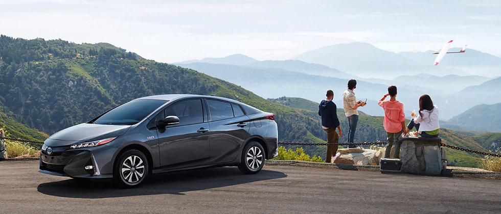 2017-Toyota-Prius-Slide-3-1024x439.jpg