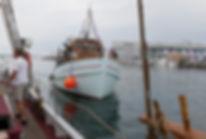 MS TUNØ er en gammel træskibsfærge. SpencerHede bruger færgen til at sejle deltagere til Mols Bjerge. Derovre afholder de teambuildingture i en restaureret mølle.