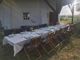 Et veldækket bord