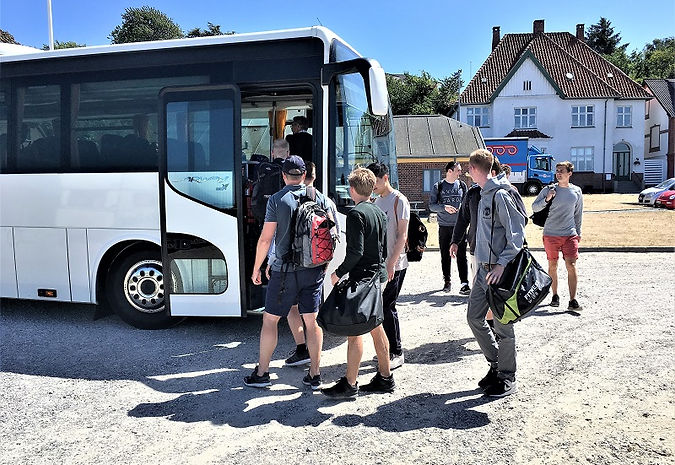 I kan komme til Mols Bjerge med bus. Derude ligger Møllen på Mols som er base-camp for SpencerHede og deres teambuilding aktiviteter