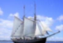 Sejlskibe er et af transportmidlerne når SpencerHede lægger fra land med deres teambuilding kursister. Undervejs sejler deltagerne selv skibet og sætter sejlene. Her bliver det meget synligt hvor vigtigt godt samarbejde er.