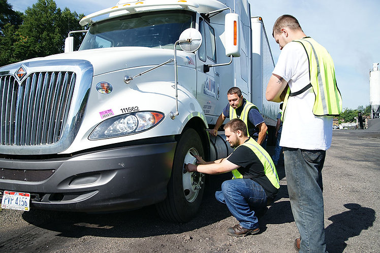 CDL Drivers Fix SemiTruck Tire