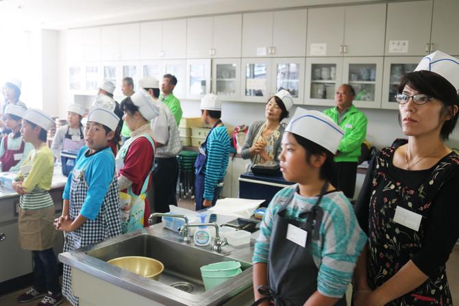 親子にぎり寿司教室の写真を公開しました
