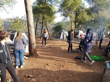 תלמידי כפר סילבר לומדים את הבגרויות דרך הרגליים