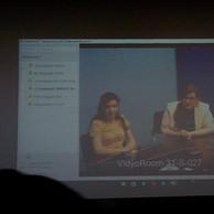 Cientistas_do_CERN_mediando_a_video_conferência.jpg