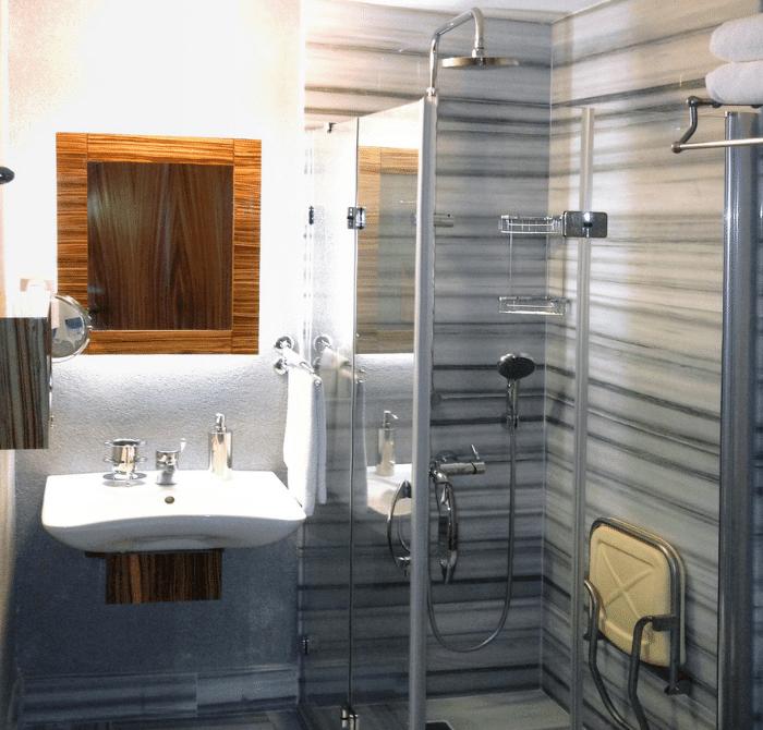 Hotel Buyuk Keban Disabled Room WC