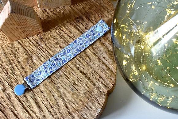 Attache tétine tissu fleuri bleu