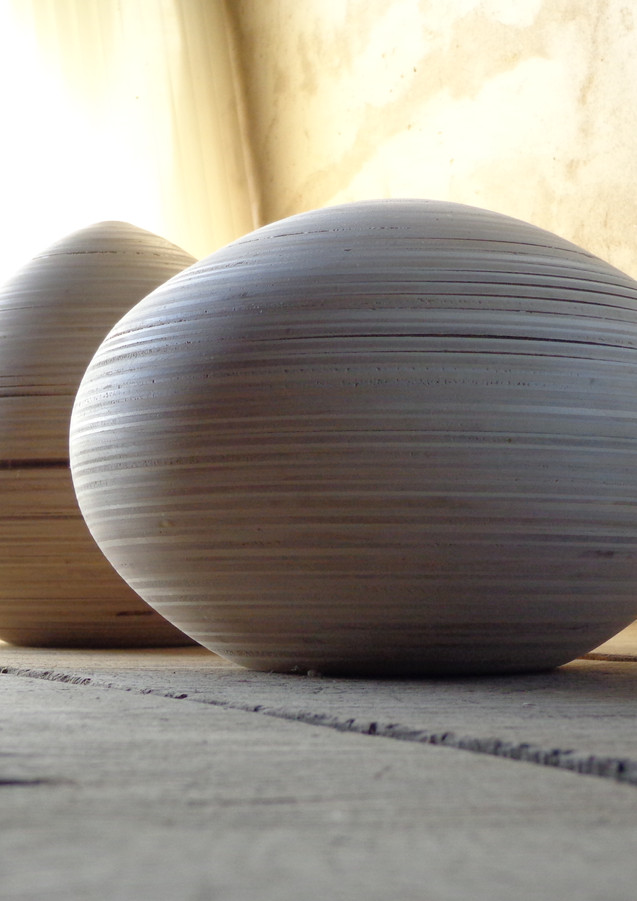Ambachtelijke houten urnen